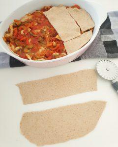 Hier siehst du wie aus den Dinkel Nudel Platten eine Lasagne zubereitet wird.