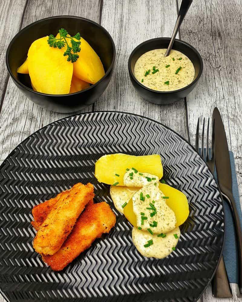 Fischstäbchen mit Dill-Senf-Soße
