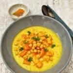 Low carb Süßkartoffel-Kichererbsen Suppe mit Kokos