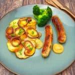 Bratkartoffeln mit Bratwurst, einfache und klassische Küche
