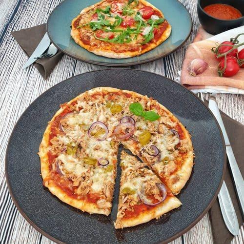 selbst gemachte Dinkel Pizza mit verschiedenen vegetarischen Belägen