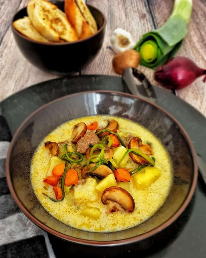 Käse-Lauch-Suppe mit Hackbällchen