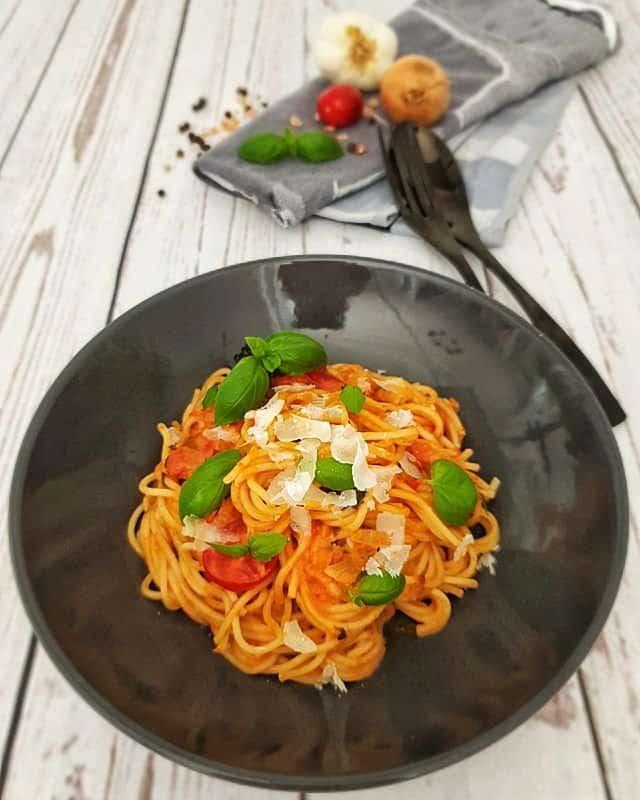 Spaghetti mit Tomaten Kokos Soße