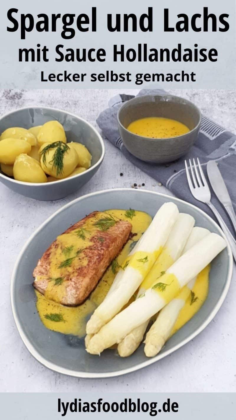 Auf einem blauen ovalen Teller seht man ein paar Spargel Stangen mit einem Stück angebratenem Lachs und Sauce Hollandaise