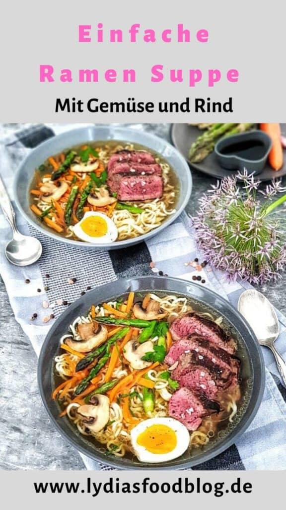 Eine asiatische Ramen Suppe mit Mie Nudeln, Gemüse und Rind