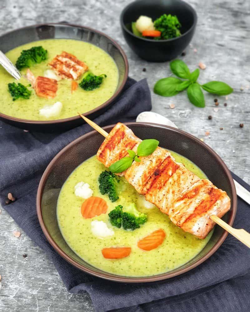 Brokkoli Creme Suppe mit Lachsspieß