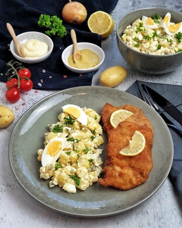 Klassischer Kartoffelsalat mit Schnitzel
