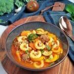 Minestrone - Italienisches Gemüsesuppe mit Hackbällchen