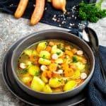 Kartoffel Möhren Suppe mit Geflügelwürstchen