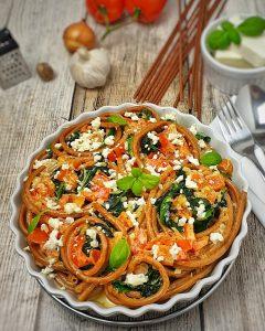 Vollkorn Makkaroni Auflauf mit Spinat und Feta