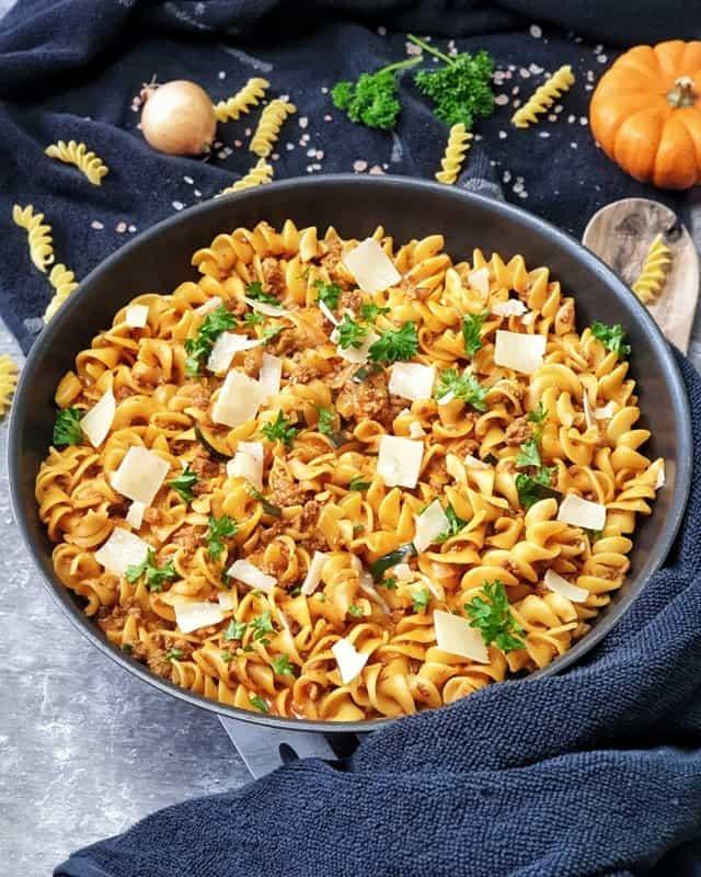 Nudelpfanne mit Hackfleisch und Zucchini, ein One Pot Gericht