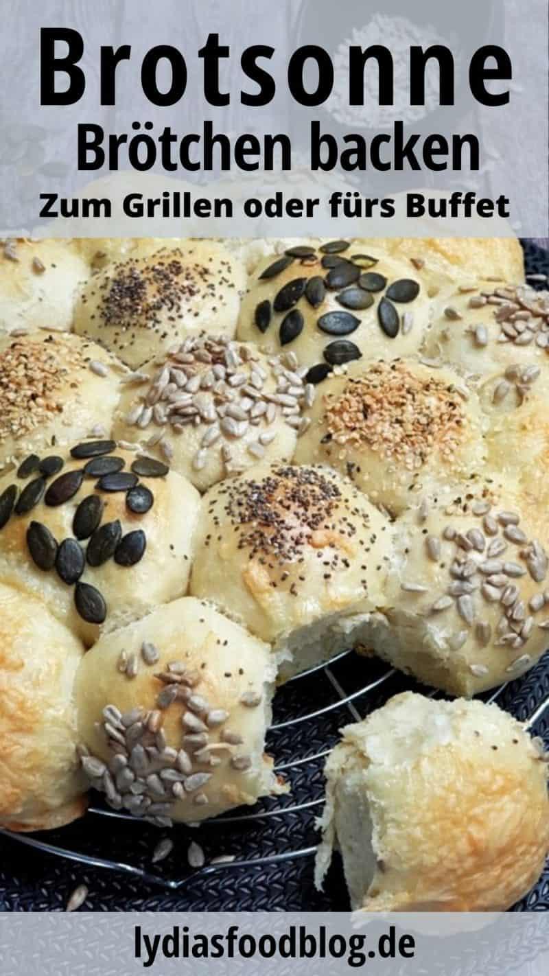 Brotsonne aus vielen kleinen Brötchen mit verschiedenen Körnern oder Käse überbacken.